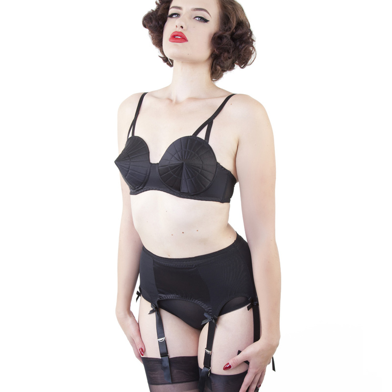 Soutien-gorge Bullet (cône) Bettie Page par Playful Promised. Tap to expand db9d9695904